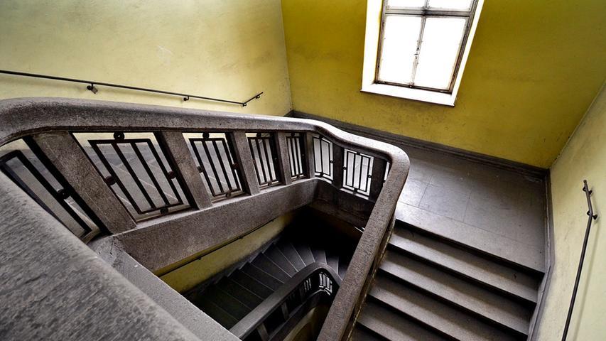 ...die Steintreppe mit den Kunstschmiedearbeiten erhalten werden.