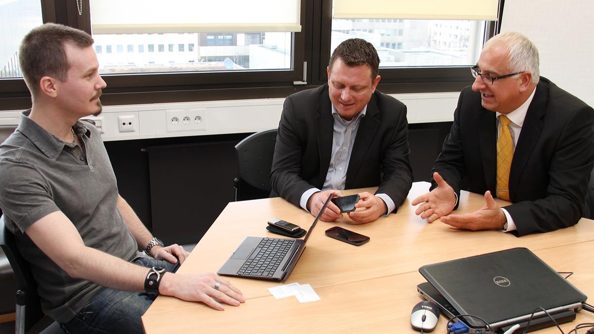 Wem gehört das Internet? Die FDP-Politiker Jimmy Schulz (m.) und Jörg Rohre (r.) standen Rede und Antwort.