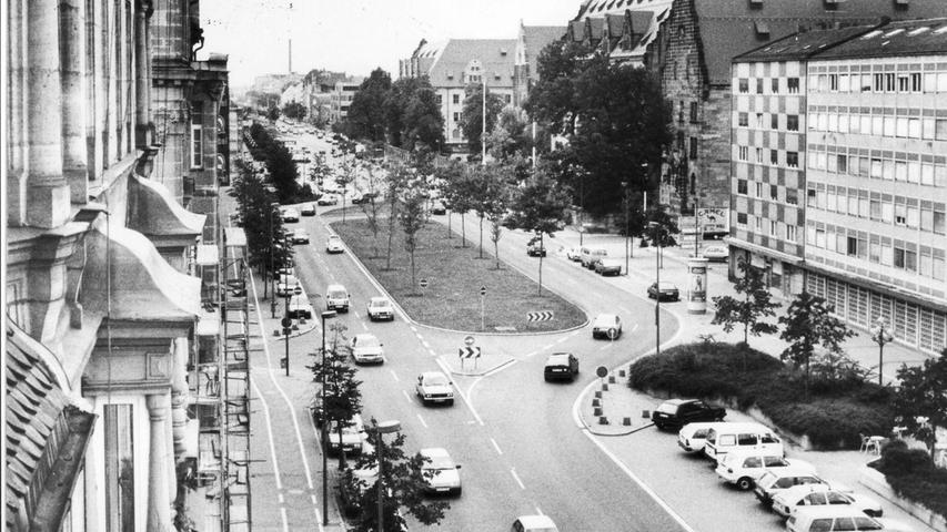 Die Bäume, die Teil der Umbauten in den 70er Jahren waren, in der Mitte der Fürther Straße gediehen prächtig. Ein weiteres Ergebnis der Planungen...