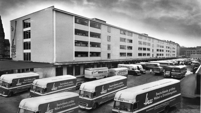 In den Gebäuden Fürther Straße 107-111 befand sich ursprünglich die Infanteriekaserne für das III. Bataillon des 14. Infanterieregiment der bayerischen Armee. 1956 wurde es abgerissen, dann wurde das Möbelhaus von Möbel Hess erbaut. Direkt in der Nachbarschaft...