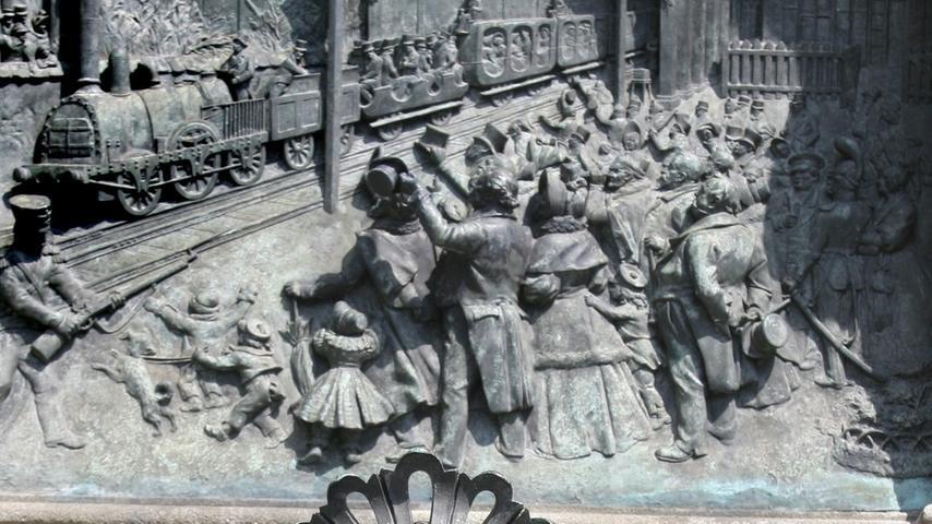 ...der Ludwig-Eisenbahn-Brunnen in der Fürther Straße an die gleichnamige Linie, die bis 1922 in Betrieb war.
