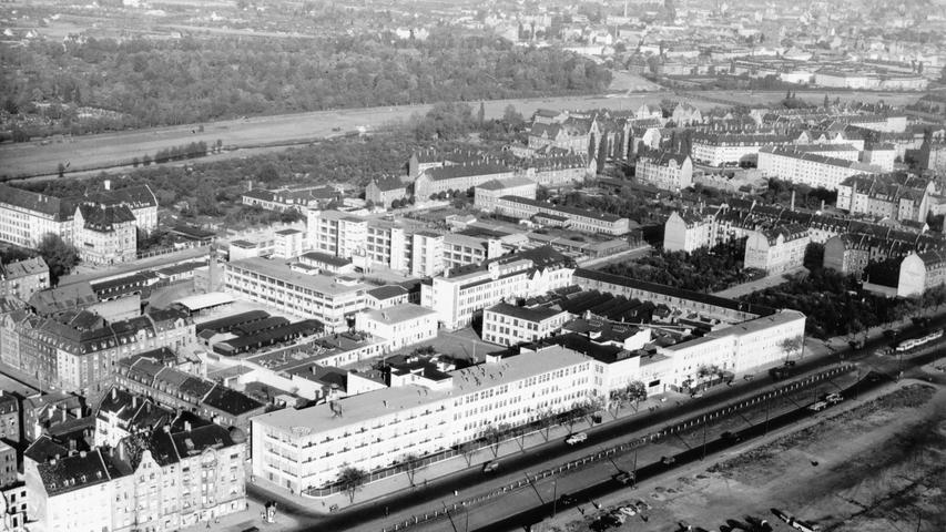 Schon vor dem Krieg siedelten sich entlang der Fürther Straße zahlreiche Fabriken an. Stark vertreten war die Zweirad-Industrie. Die Motorrad-Werke von Triumph...