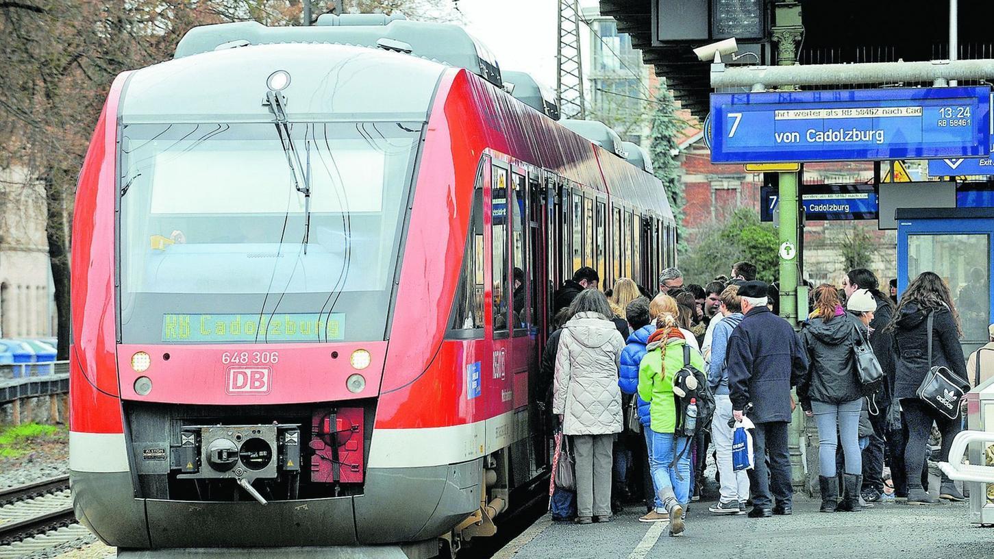 Noch ist für die Rangaubahn in Fürth Endstation. Ob die Linie künftig direkt weiter zum Nürnberger Hauptbahnhof oder nach Gräfenberg fährt, sollen Untersuchungen klären.