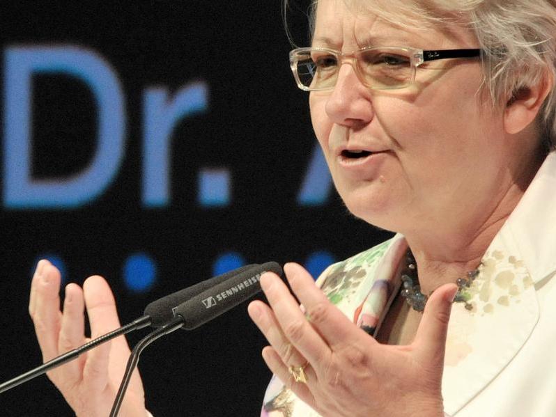 Der Fakultätsrat der Philosophischen Fakultät der Uni Düsseldorf entzieht Bildungsministerin Annette Schavan den Doktortitel. Am Sonntag, den 10. Februar trat sie außerdem von ihrem politischen Amt zurück.