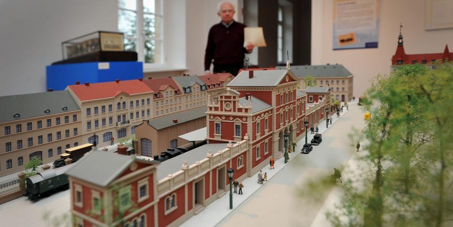 Eine Ahnung davon, wie der alte Ludwigsbahnhof aussah, bekommen die Fürther 2010, im großen Jubiläumsjahr (175 Jahre Deutsche Eisenbahn): Im Schloss Burgfarrnbach ist ein Modell zu sehen...