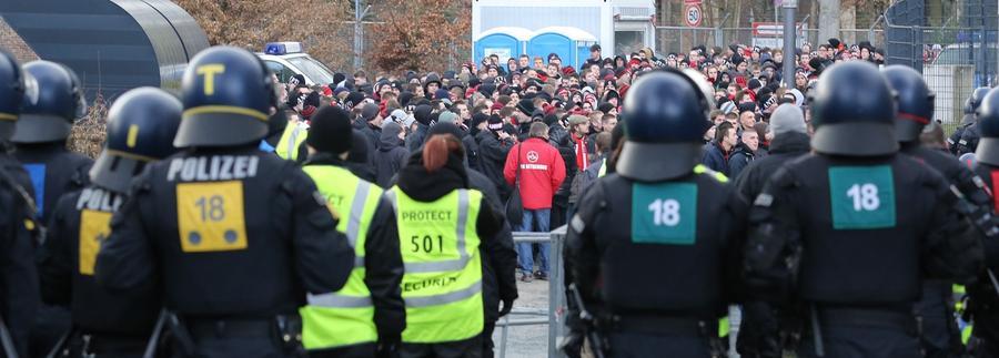 Zaunfahnenverbot erzeugt hitzige Stimmung in Frankfurt