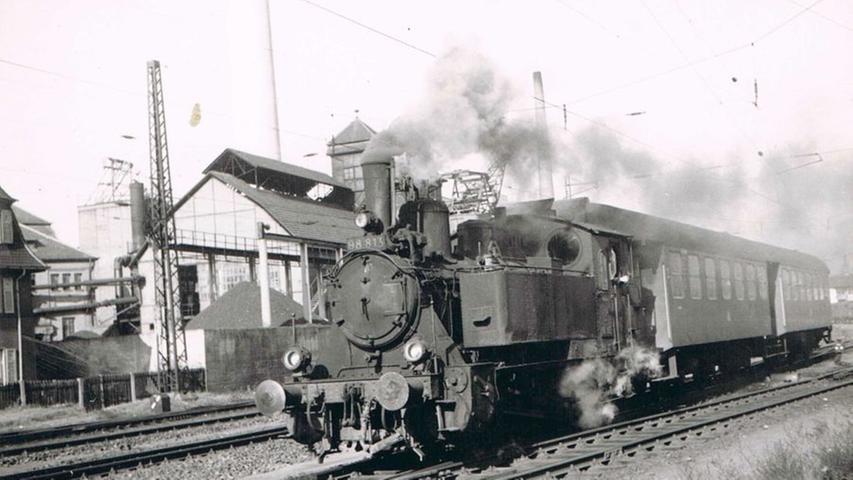 In beiden Richtungen verkehrten am Tag zwei Lokalbahnzüge. Die Fahrzeit betrug im Schnitt 2 Stunden und 20 Minuten. Nur an Sonn- und Feiertagen wurde der Güterverkehr gänzlich eingestellt.