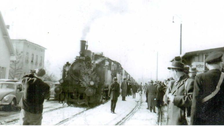 Am 16. Februar 1963 fuhr die Eisenbahn zum letzten Mal feierlich in Uttenreuth ein. Nach 77 Jahren endete die Eisenbahn-Ära.