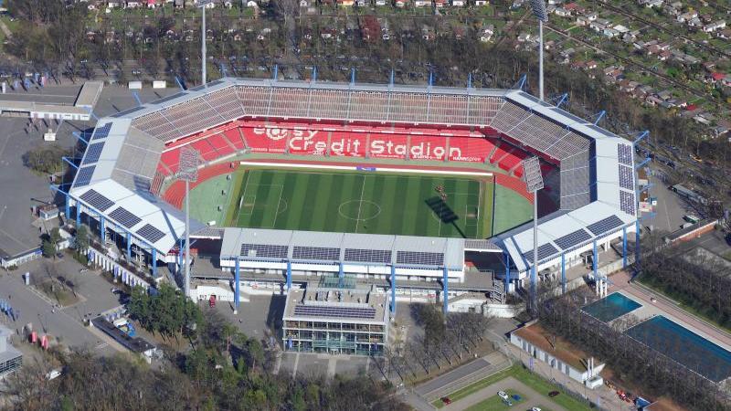 Dieses Unternehmen hatte man alsbald auch gefunden. Am 14. Februar 2013 wurde bekanntgegeben, in welchem Stadion der Club künftig seine Heimspiele austrägt: im Grundig-Stadion.
