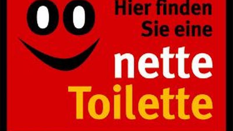 Dieses Schild kennzeichnet das Geschäft, in dem der Passant problemlos Zugang zur Toilette hat.