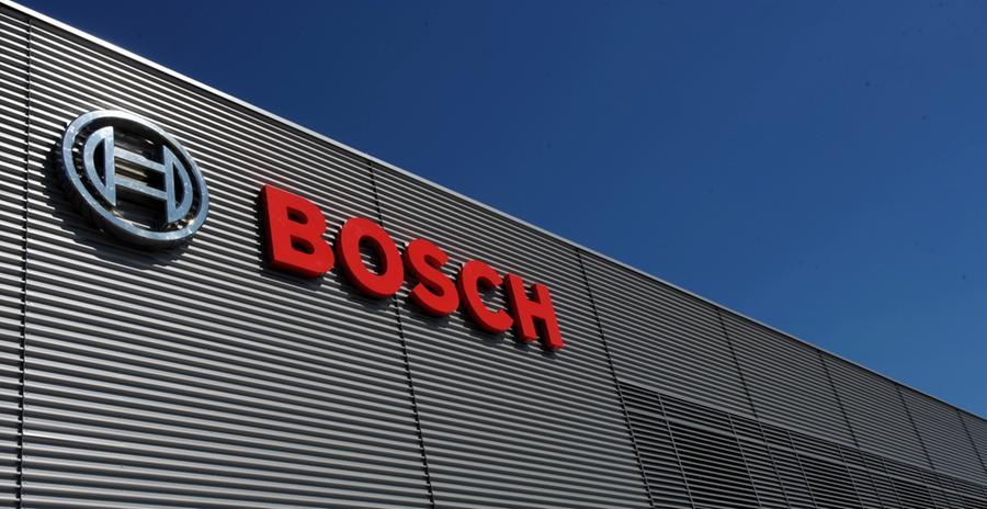 8. Februar 2019: Aus Unternehmenskreisen verlautet, dass VW eine Schadenersatzklage gegen Bosch prüft. Bosch hatte die Ursprungsversion der Software geliefert, die VW-Mitarbeiter später zum manipulieren der Abgasreinigung benutzt hatten.