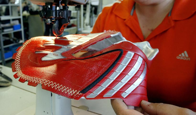 Die Produktionsstandorte von Adidas und Puma sind zum größten Teil ins Ausland verlegt worden. Doch auch in Scheinfeld wird noch produziert.