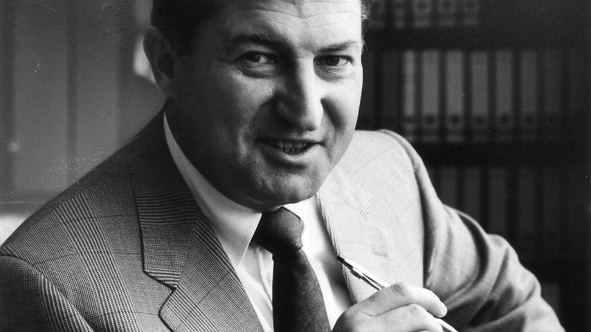 Sein Sohn Horst Dassler übernahm zusammen mit seiner Mutter das Unternehmen. 1987 starb Horst Dassler überraschend im Alter von nur 51 Jahren. 1993 übernimmt Robert Louis-Dreyfus die Führung bei Adidas, die mittlerweile in eine Aktiengesellschaft umgewandelt wurde.