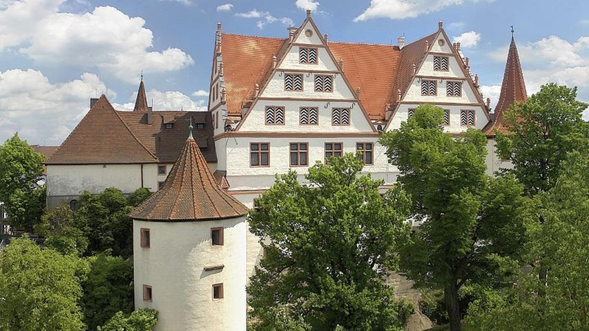 In den Räumen des Schlosses Ratibor können Interessierte hinter die Fassade der Stadt blicken. Es gibt eine abwechslungsreiche Sammlung zur Geschichte von Schloss und Stadt zu bestaunen. Auch Führungen durch das Schloss werden angeboten. Weitere Informationen zum Schloss Ratibor finden Sie hier.