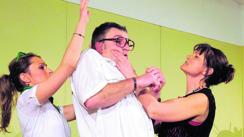 Melissa Heieis, Uwe Vogel und Daniela Förster: Die Eifersucht nimmt ihren Lauf. Co-Regie führte Nadine Arnold. Es ist das 15. Stück in der 20-jährigen Geschichte des Ensembles.