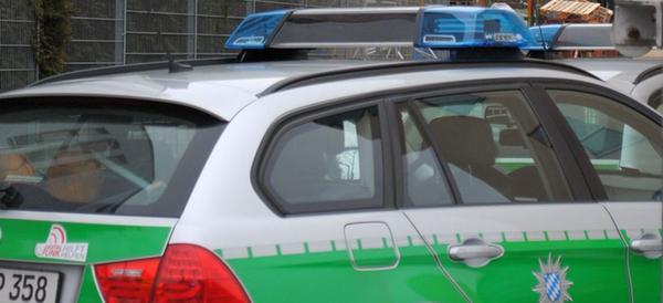 Auto kracht gegen Anhänger: 30.000 Euro Schaden bei Wannbach