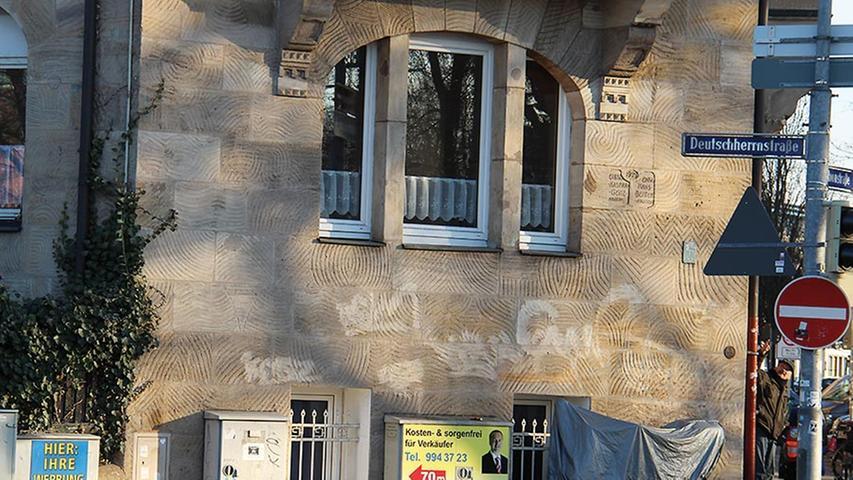 Unter Sprayern gibt es das ein oder andere ungeschriebene Gesetz. So ist es verboten, sich auf Kirchen, alten Gebäuden oder Sandstein zu verewigen. Die Reinigungskosten können