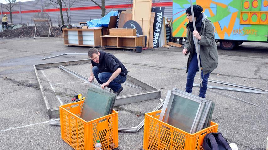 Am Wochenende begann das Team aus freiwilligen Helfern damit...