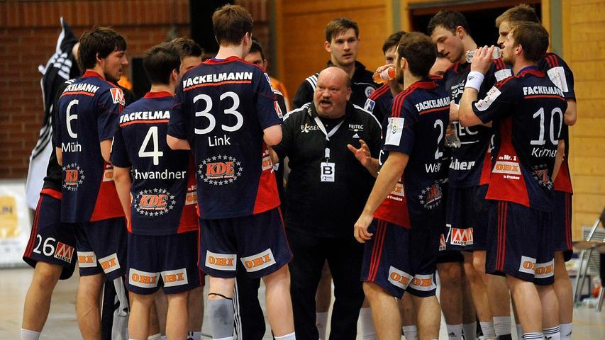 Frank Bergemann nimmt eine Auszeit und versucht seine Mannschaft nochmal neu einzustellen.