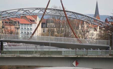 Im Lift an der Kettenbrücke verging sich am vergangenen Donnerstag ein Mann an einem 14-jährigen Mädchen.