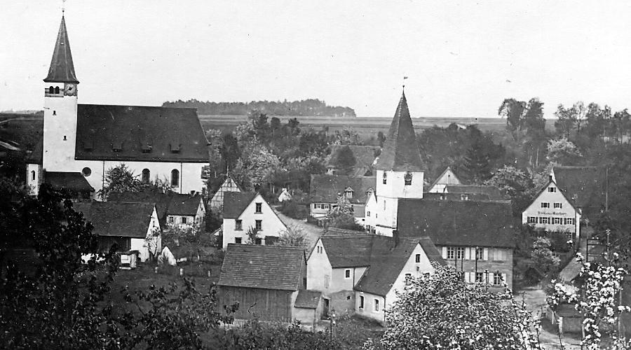 Die alte evangelische Kirche stand im Tal des Zwieselbachs, dort, wo sich heute der Hof des ehemaligen Schulhauses befindet. Anstelle dieser kleinen, baufälligen und feuchten Filialkirche wurde in den Jahren 1912 bis 1914 eine neue evangelische Kirche errichtet. Die alte Kirche wurde 1914 geschlossen und im Jahr 1921 abgebrochen.