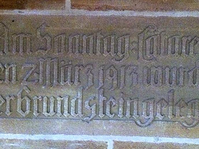 Der Grundstein der St.-Georgskirche.