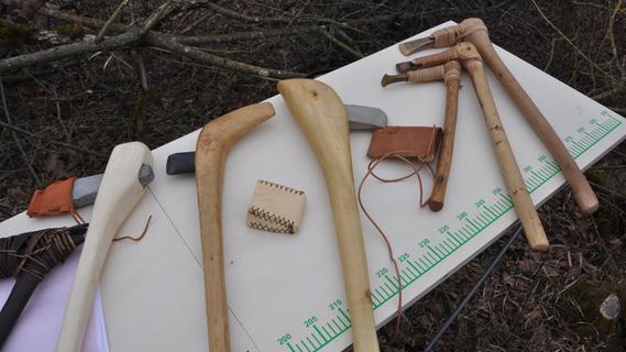 Ergersheim: Archäologen erproben die steinzeitliche Holzbearbeitung