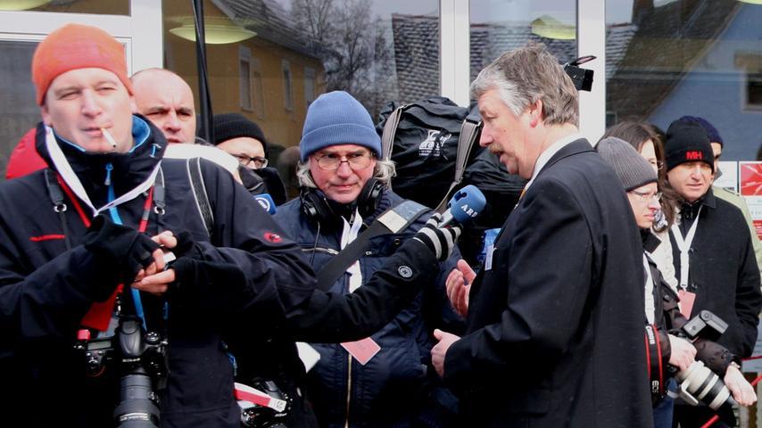 Bürgermeister Reinhard Streng genoss das Bad in der Medienmenge ganz offensichtlich.