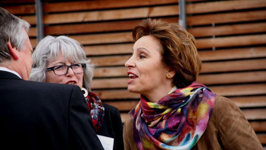 Christine Haderthauer im Gespräch mit dem Bürgermeister der fränkischen Kommune.