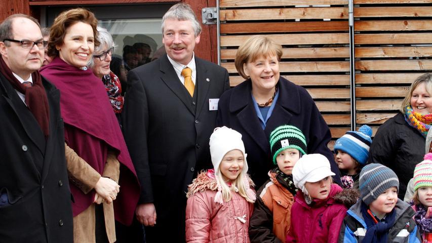 Zu den bekanntesten Gesichtern gehörten Staatssekretär Christian Schmidt (links),...