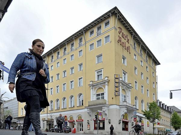 Wo heute noch das markante Park-Hotel steht, soll ein neuer Einkaufsschwerpunkt entstehen.