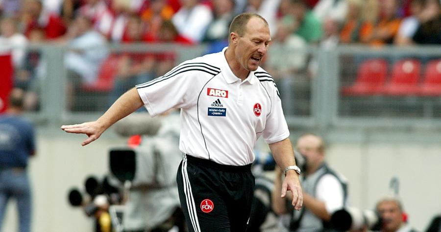 Wolfgang Wolf stand zwar nie für den FCN auf dem Feld, aber sehr wohl an der Seitenlinie. Und das zweieinhalb Jahre lang. Im April 2003 löste er Klaus Augenthaler ab. Den Abstieg in die Zweitklassigkeit zum Saisonende konnte er aber nicht mehr verhindern. Ein Jahr später führte er den Club aber schon wieder in die Bundesliga, bevor er im November 2005 übergangsweise an Jürgen Raab und langfristig an Hans Meyer abgeben musste.