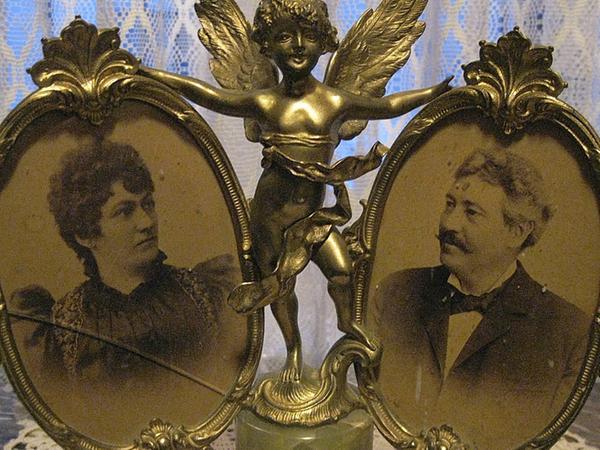 Die Bilder zeigen Johann Carl (1856 – 1923) und seiner Ehefrau Marie (1860 – 1928).