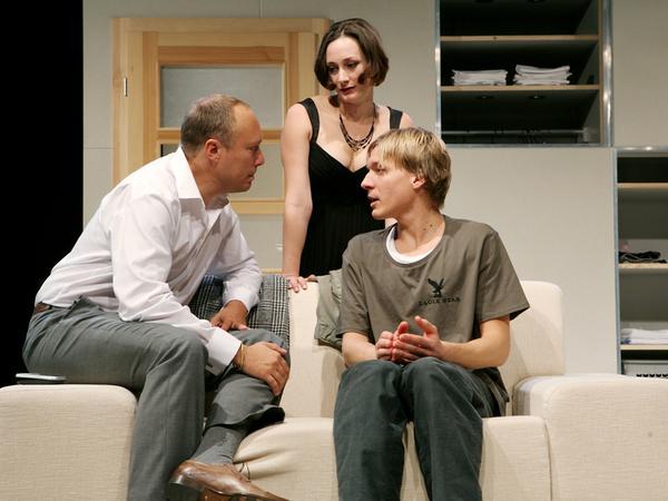 Stefan Lorch, Julia Bartholome und Philipp Niedersen in dem Kammerspiel