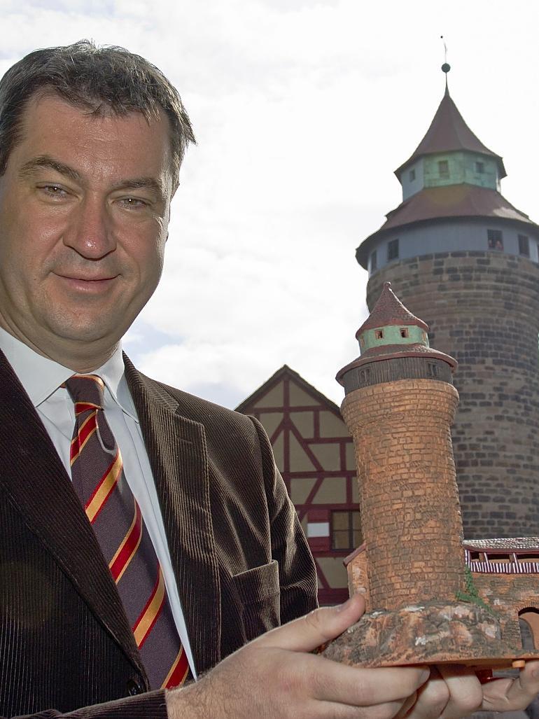 Im Zeichen der Burg: Markus Söder als Gralshüter fränkischer Belange.
