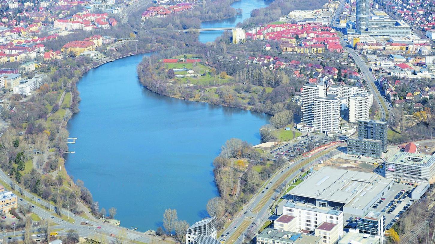 Er liegt zwar mitten in der Stadt, soll aber jetzt (wieder) zum Naherholungsparadies vor der Haustür werden: Der Wöhrder See wird im Rahmen des Projektes Wasserwelt entschlammt und aufgehübscht.