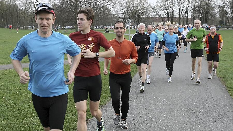 Die Teilnehmer am offenen Lauftreff Marienbergpark starten dienstags und freitags um 18.30 Uhr am Parkplatz Kilianstraße.