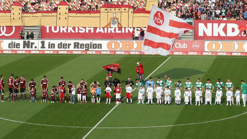 Bei strahlendem Sonnenschein trafen sich die beiden Dauer-Kontrahenten im April zum Rückspiel in Nürnberg wieder. 50.000 Zuschauer begrüßten Frankens Fußball-Elite euphorisch.
