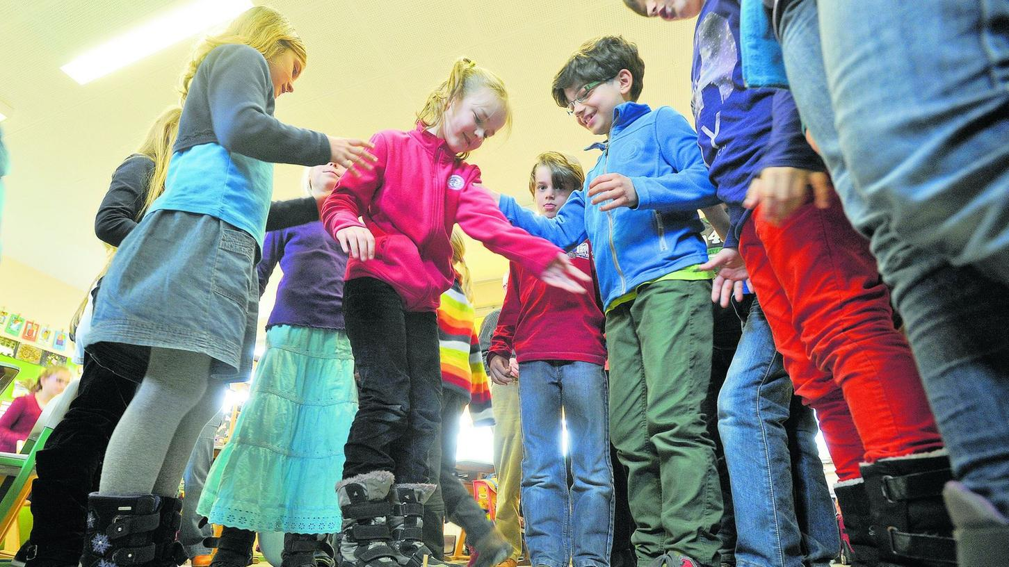 Das Physik-Projekt des Sonderfonds Kinderarmut der Bürgerstiftung Erlangen — hier spielerisch erprobt an der Adalbert-Stifter-Grundschule.
