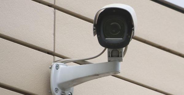 Täter beim Diebstahl von Gartenstühlen in Creußen gefilmt