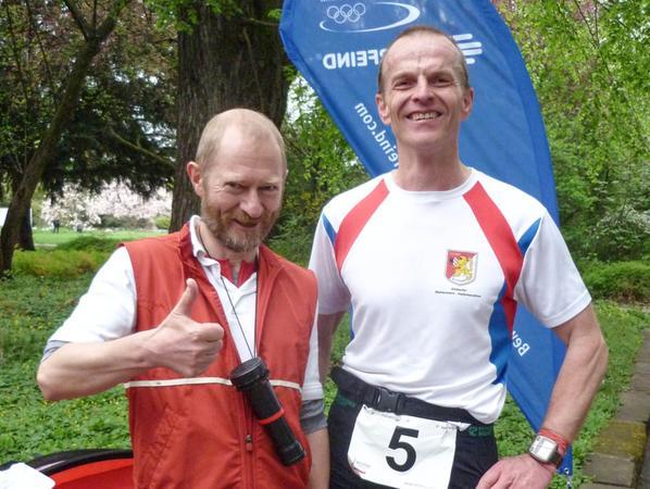 Geschafft: Nach der Schlusssirene hatte Triathlet Andreas Pilhofer knapp 53 Trainingskilometer abgespult.