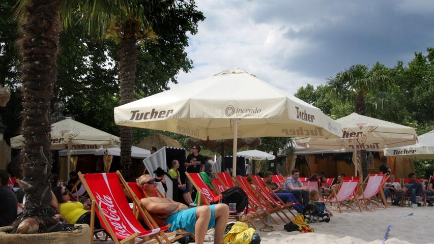 Dieses Mal startet das Event bereits am 03. Mai. Bis zum 21. Juli liegt der Sand dann auf der Insel Schütt. Ein finanzieller Reinfall wie 2012 soll der Stadtstrand in diesem Jahr nicht werden.