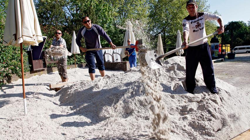 Doch Anfang Mai '12 kam der erste Sand wieder - die Veranstalter fingen dieses Mal schon Mitte Mai an. Zwei Wochen länger als in den Vorjahren sollte das Event dauern. Da die Lagerung des Sands übrigens ziemlich teuer ist, verschenkten die Veranstalter diesen später an verschiedene Sportvereine aus der Region.