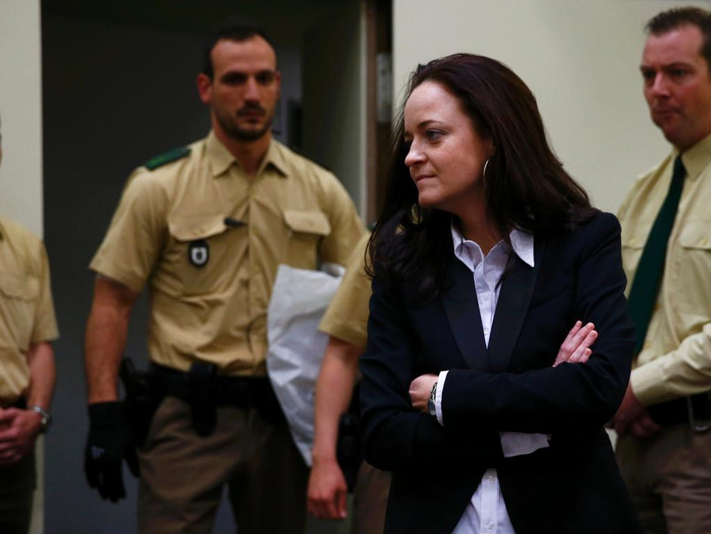 Die Hauptangeklagte Beate Zschäpe wurde ohne Handschellen ins Gericht geführt.