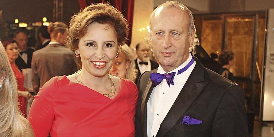 Das Ehepaar Haderthauer glänzte im Februar auf dem CSU-Ball in der Meistersingerhalle. Hubert Haderthauer ist jetzt unter Beschuss geraten.