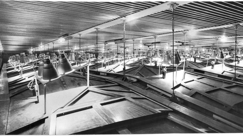 Damals hochmoderne Technik, gut versteckt: 515 Tiefstrahler mit einer Lichtleistung von 220.000 Watt sind über der Decke des großen Saals eingebaut.
