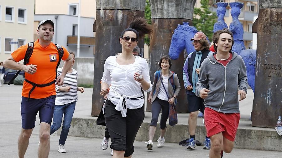 """Jeden Donnerstag um 18.30 Uhr starten die """"Freakrunner"""" am Blauen Reiter. """"Egal wie schnell oder verrückt, jeder kann mitlaufen"""", sagt Organisator Jörg Bayer."""