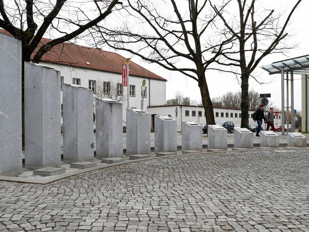Der Zeitbrunnen von Harald Winter am Bahnhof.