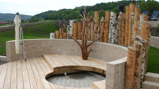 Neuestes Schmuckstück der Therme Obernsees ist die große Panorama-Sauna mit einem Naturbadeteich.