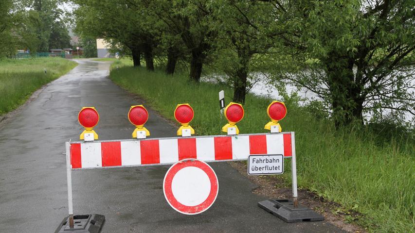 An der Brücke bei der Laufer Mühle war ebenso kein Durchkommen...